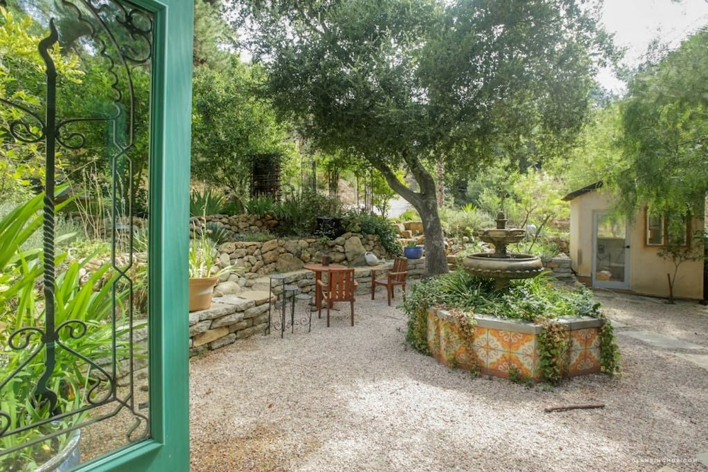 topanga-courtyard-garden