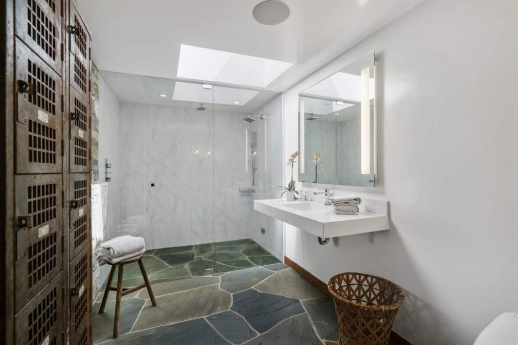 whit bathroom stone floors