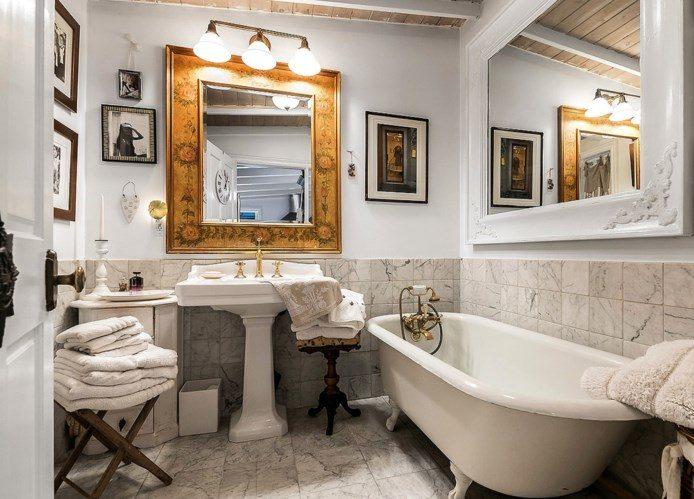 clawfoot tub romantic bathroom